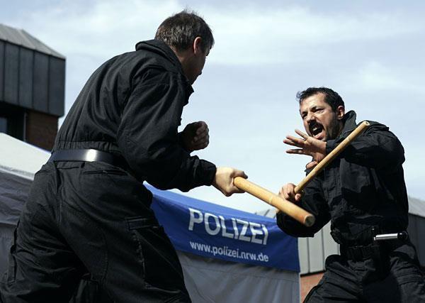 Sifu Salih Avci mit der Polizei
