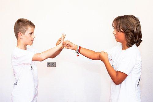 Sifu Spyros Dovridis Schüler trainieren wie man abblockt