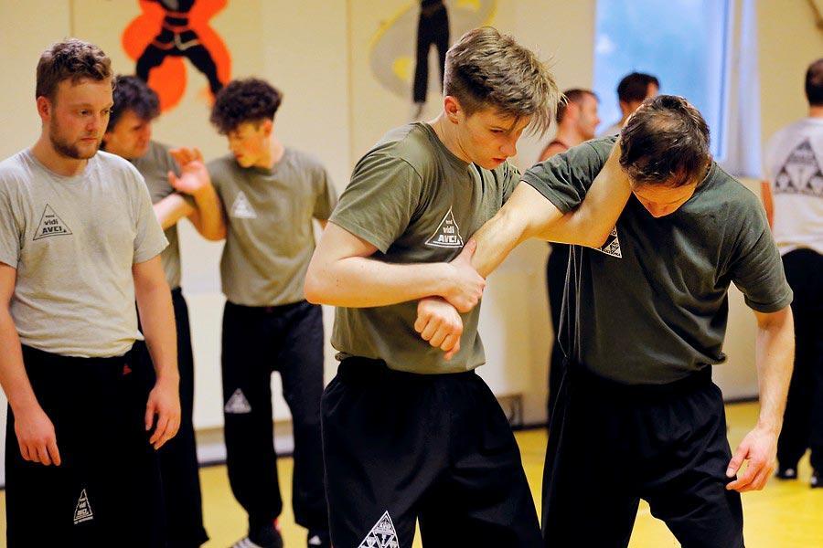 zwei_jugendliche_trainieren_zusammen